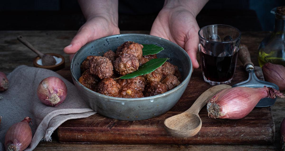 Polpette di carne e scalogno al vino rosso