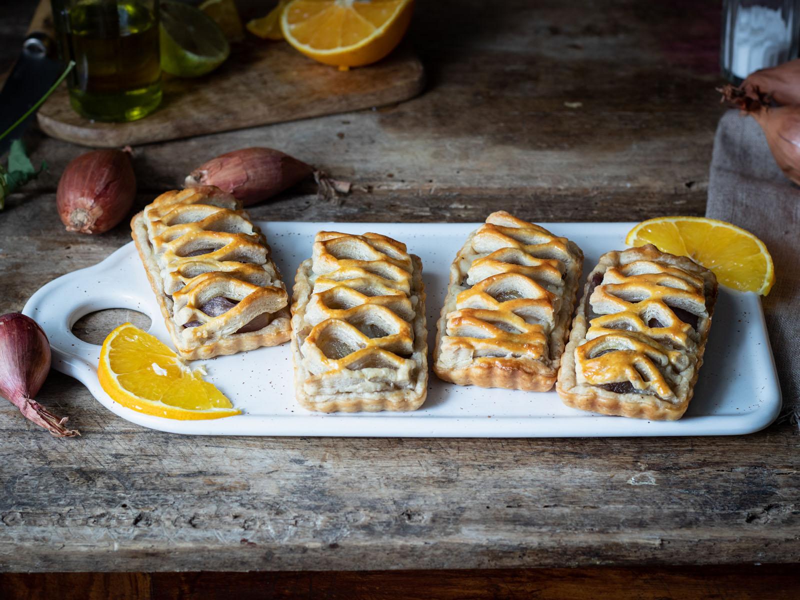 Crostatine-con-scalogni-caramellati-agli-agrumi-Freddi